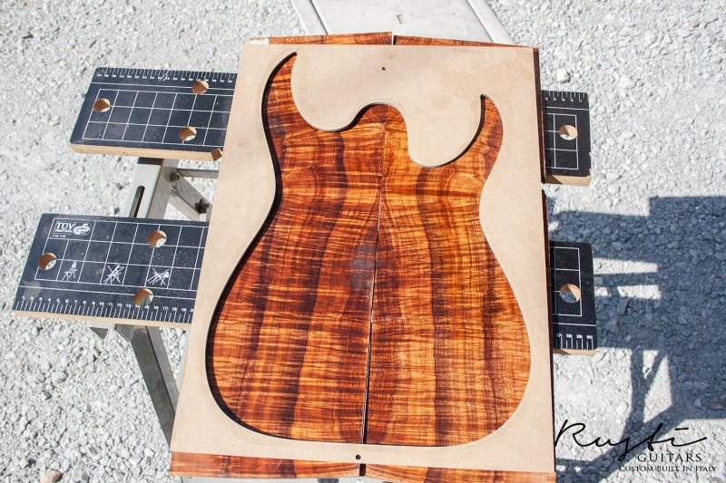 Rusti guitars - Curly Koa